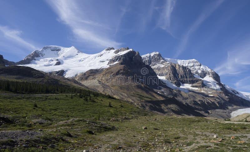 Berg Athabasca und Berg Andromeda lizenzfreie stockfotos