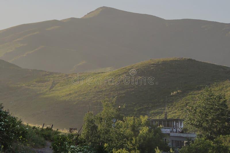 Berg av den östliga Kazakhstain regionen royaltyfria bilder