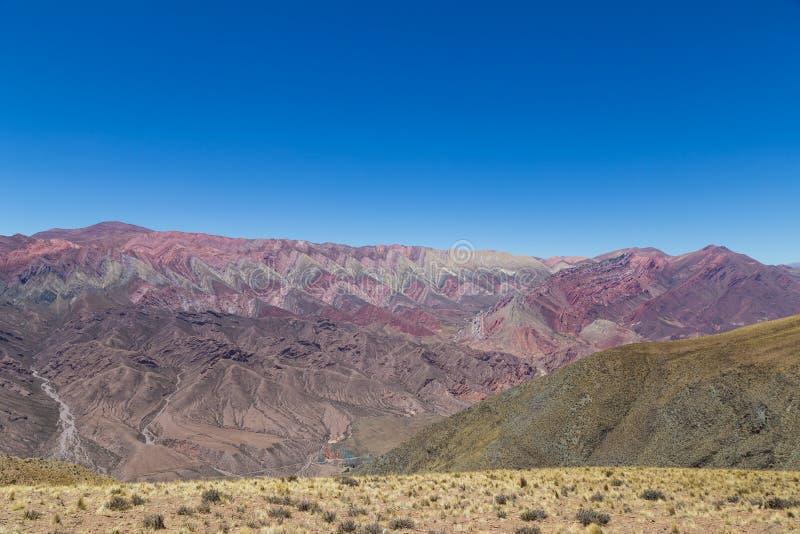 Berg av fjorton färger, Quebrada de Humahuaca royaltyfri bild