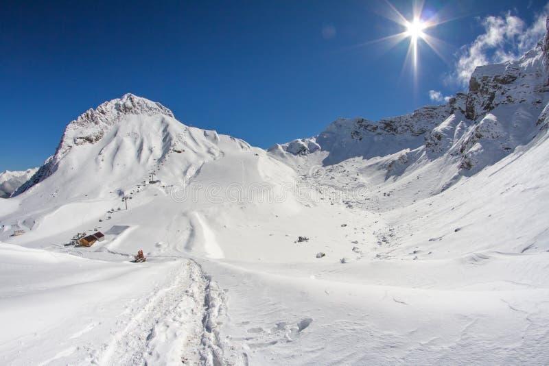 Berg av Krasnaya Polyana, Sochi, Ryssland royaltyfri foto