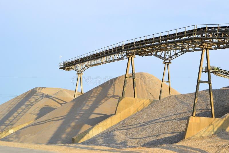 Berg av sand och grus arkivbilder