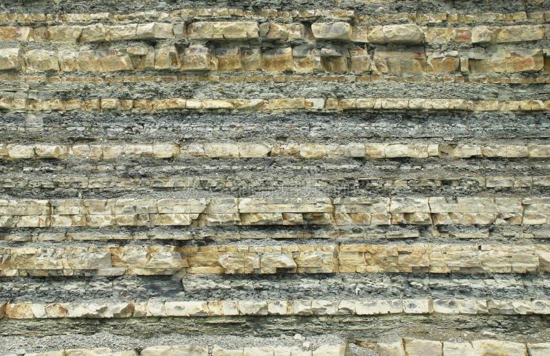 Berg av sedimentära stenar royaltyfri bild