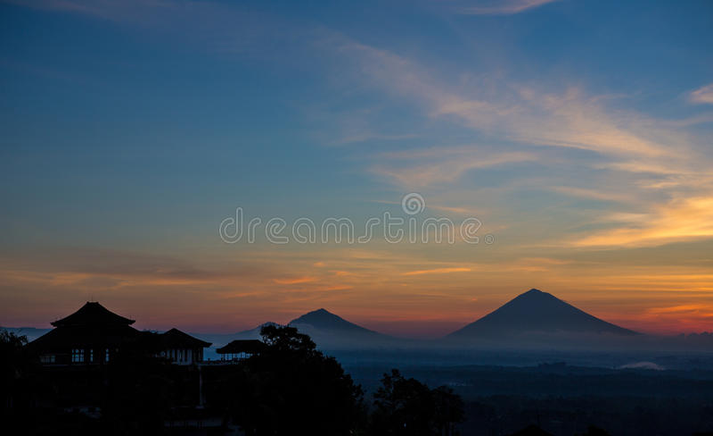 Berg Batur bei Sonnenaufgang lizenzfreies stockfoto