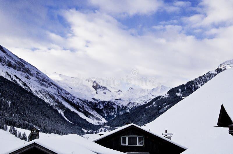 Berg beskådar arkivbilder
