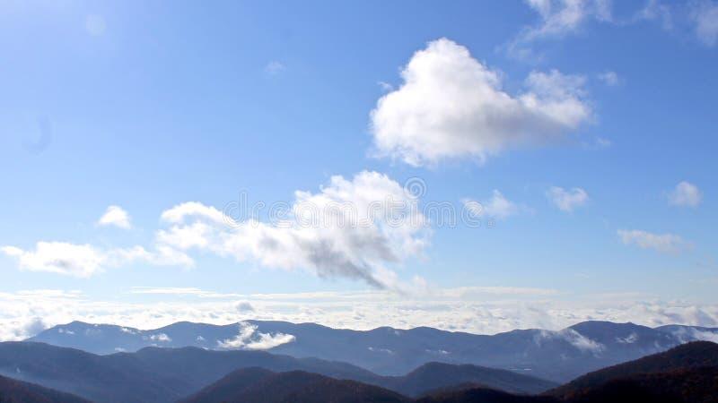 Berg beskådar royaltyfria foton