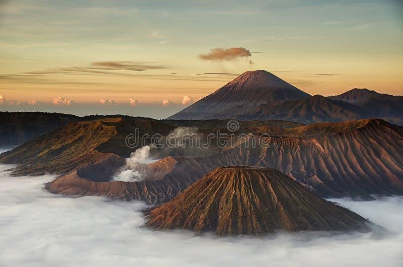 Berg Bromo während des Sonnenaufgangs lizenzfreies stockfoto