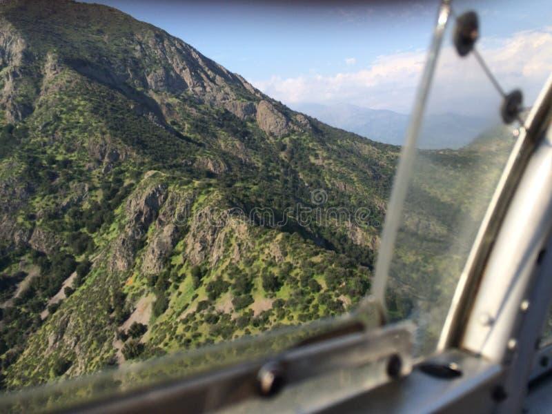 Berg in de lucht royalty-vrije stock afbeeldingen