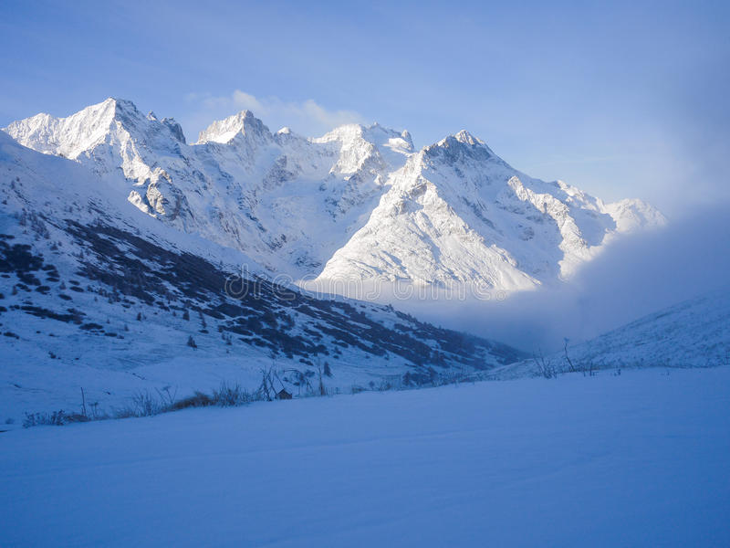 Berg in de winter royalty-vrije stock afbeelding