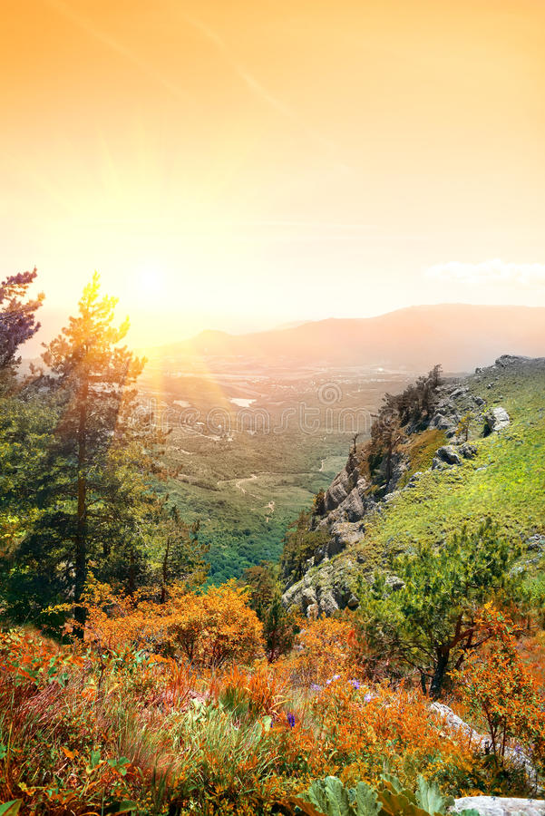 Berg Demerdji im Herbst stockfoto