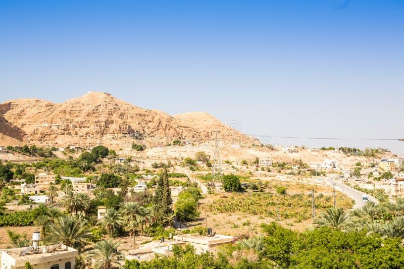 Berg der Versuchung nahe bei Jericho - Platz, in dem Jesus Temp war stockbilder