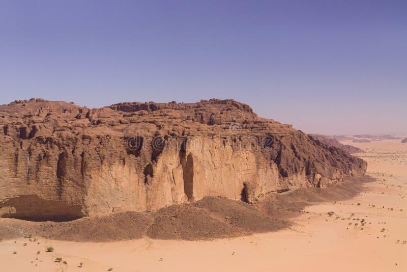 Berg in der Wüste stockbilder