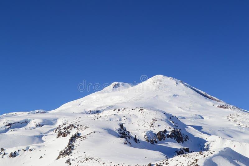 Berg Elbrus på en klar dag Caucasus Ryssland royaltyfri fotografi