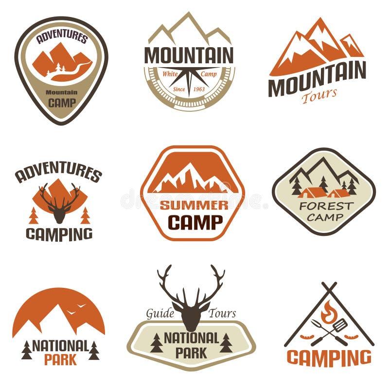 Berg en geplaatste reis retro emblemen en etiketten royalty-vrije illustratie