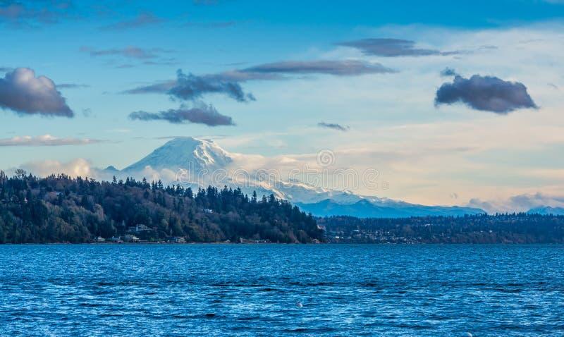 Berg en Puget Sound-Scène stock afbeelding