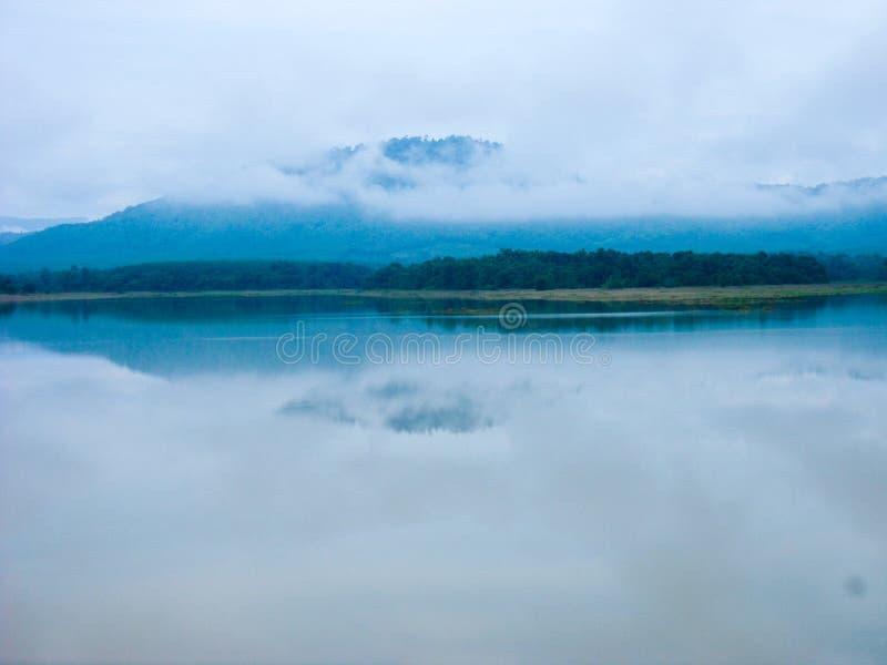 Berg en rivieren stock foto