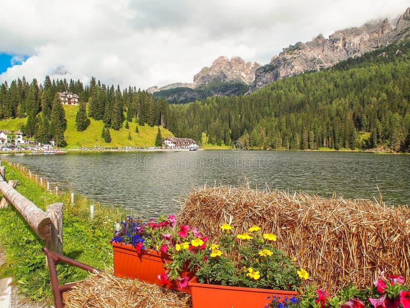 berg för berg för lake för gummilacka för corsica corsican crenode france fotografering för bildbyråer