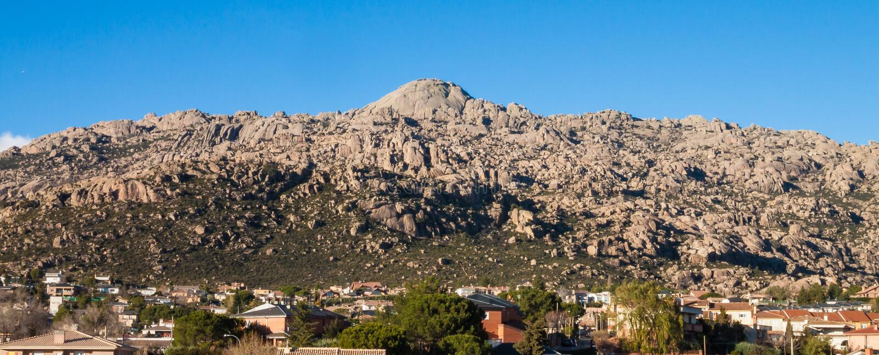 Berg för El Yelmo i Manzanares el Real, La Pedriza Madrid royaltyfria bilder