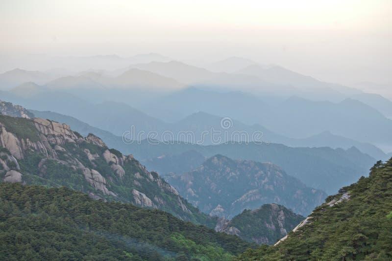 Berg för guling för Huangshan berg i Kina fotografering för bildbyråer