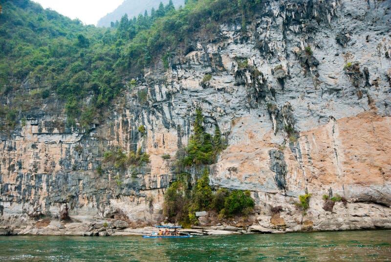 Berg för limefruktsten längs Li River, Guilin, Kina arkivbilder