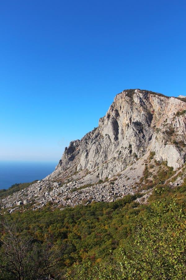 Berg Foros på den Crimean kustlinjen royaltyfri foto