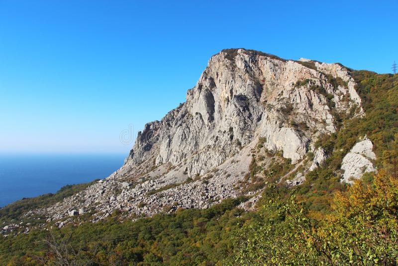 Berg Foros på den Crimean kustlinjen arkivbild