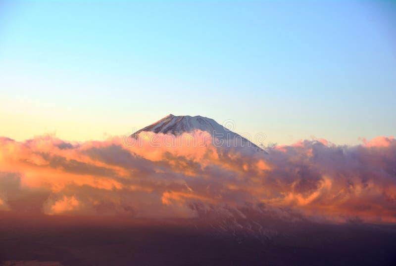 Berg Fuji i moln i eftermiddagen japan royaltyfri foto