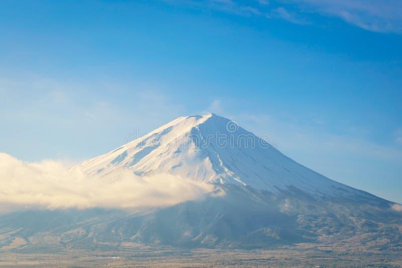 Berg Fuji med blå himmel, arkivfoto