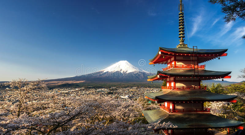 Berg Fuji met kersenbloesem bij Chureito-Pagode, Fujiyoshida, Japan stock afbeeldingen