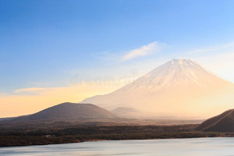 Berg Fuji mit Motosu See lizenzfreie stockfotos