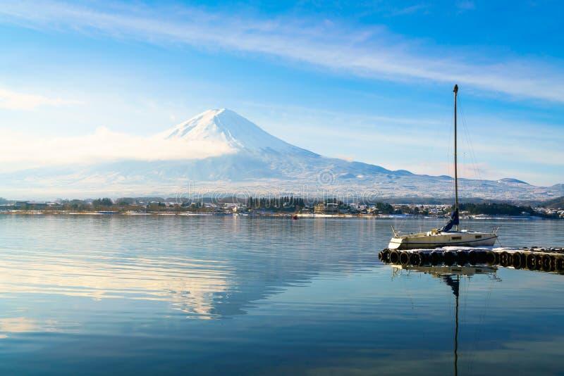 Berg fuji och sjö kawaguchi, Japan royaltyfria bilder