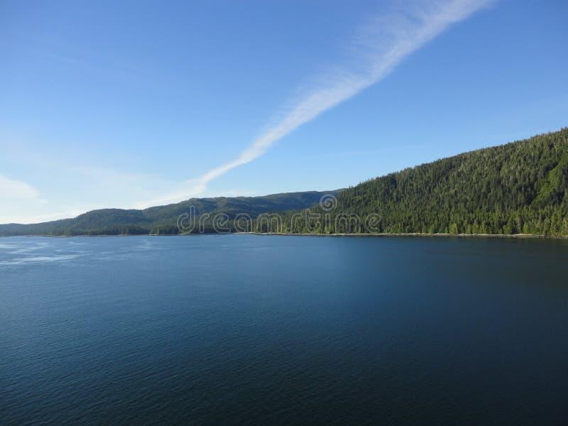 Berg gefüllter Horizont auf dem Pazifischen Ozean Innere Durchführung Alaska lizenzfreie stockbilder
