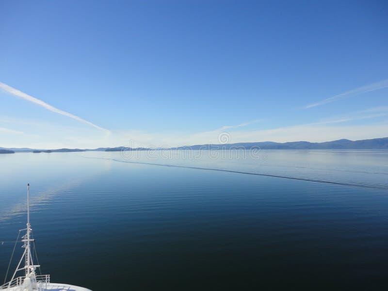 Berg gefüllter Horizont auf dem Pazifischen Ozean Innere Durchführung Alaska lizenzfreie stockfotografie