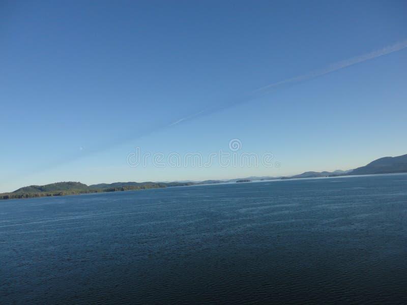 Berg gefüllter Horizont auf dem Pazifischen Ozean Innere Durchführung Alaska stockfoto