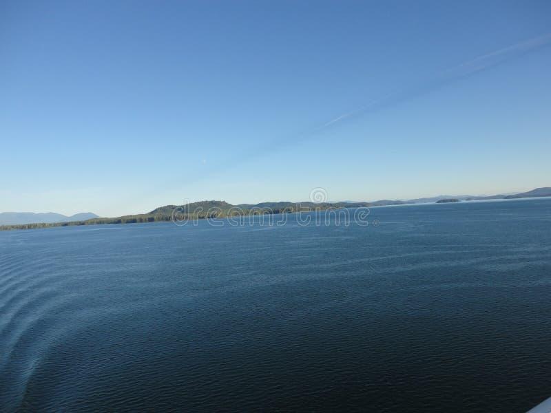 Berg gefüllter Horizont auf dem Pazifischen Ozean Innere Durchführung Alaska lizenzfreie stockfotos