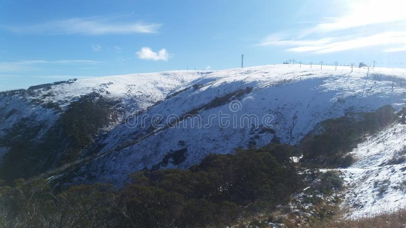 Berg Hotham-Schnee-Jahreszeit gerade begonnen stockfotografie