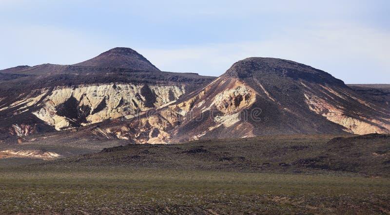 Berg i öknen av Death Valley, Kalifornien arkivfoton