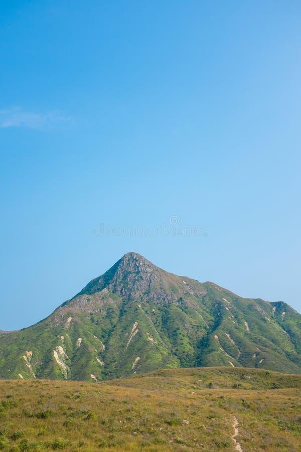 Berg i asia, höst royaltyfri fotografi