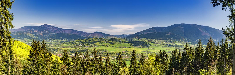 Berg i Beskydy /panorama/ royaltyfri foto