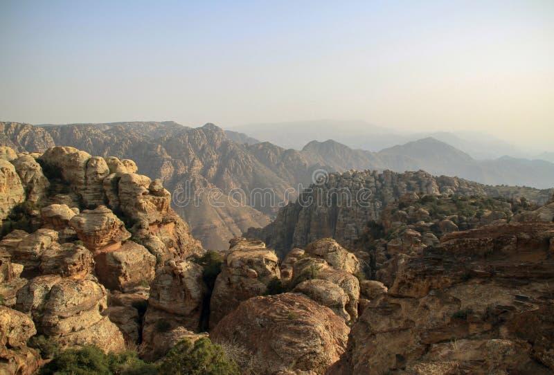 Berg i Dana Biosphere Reserve i Jordanien royaltyfria bilder