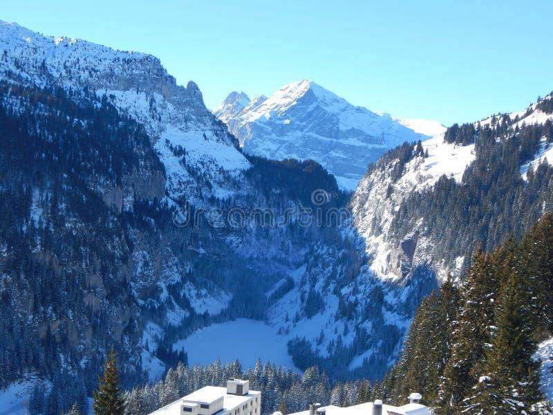 Berg i de franska alpsna arkivfoton