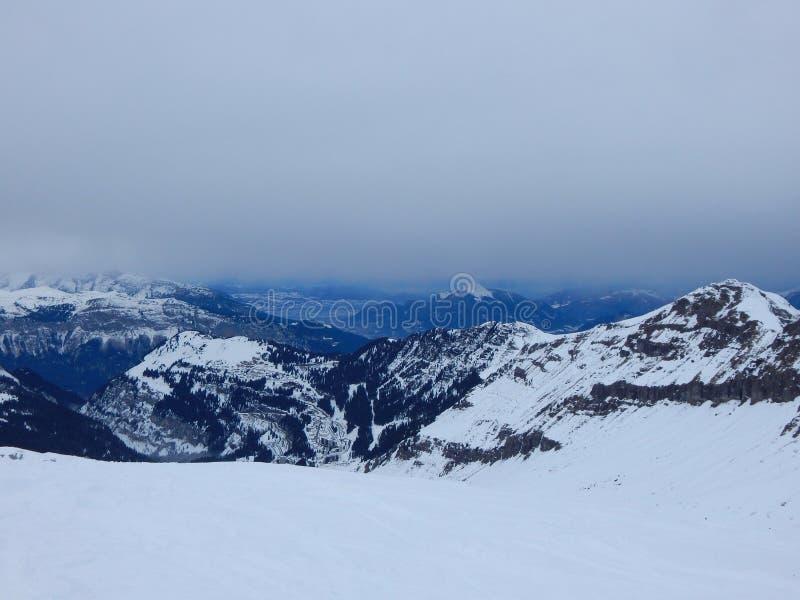 Berg i de franska alpsna royaltyfri foto