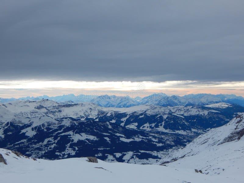 Berg i de franska alpsna royaltyfria foton