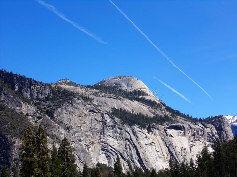 Berg i den Yosemite USA nationalparken, Kalifornien royaltyfria foton