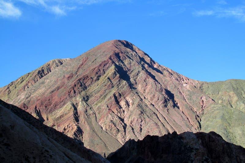 Berg i Quebrada de Humahuaca royaltyfria bilder