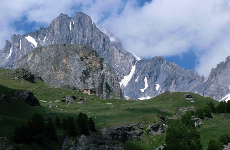 Berg i savoyen - Frankrike royaltyfria foton