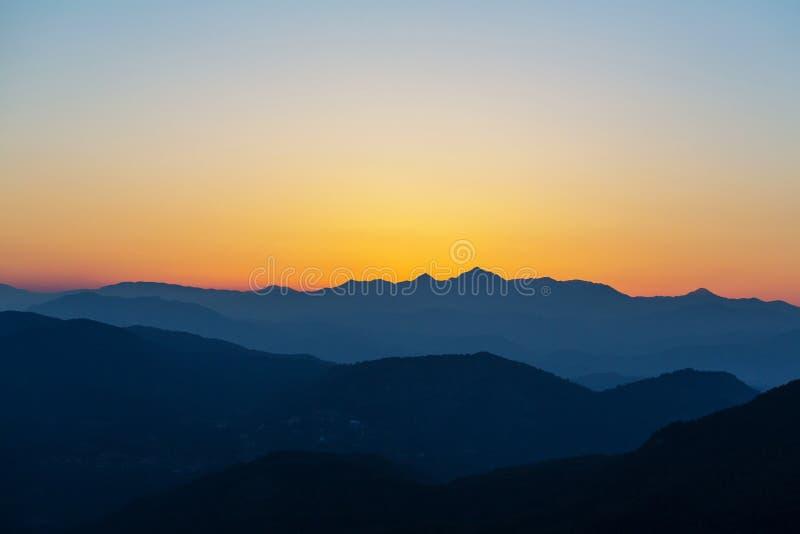 Berg i soluppgång royaltyfria bilder