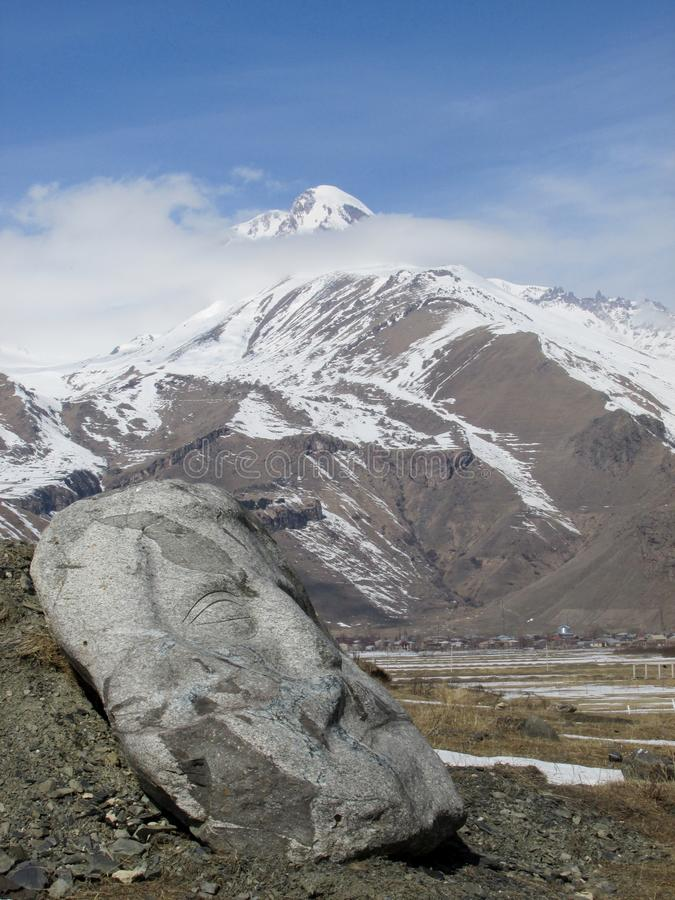 Berg Kazbegi in der Republik Georgien stockfotografie