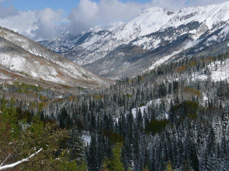 Berg längs miljon dollarhuvudväg, Colorado royaltyfria foton