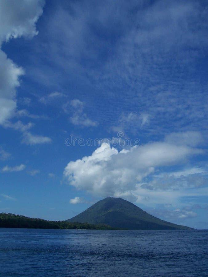 Berg Manado Tua lizenzfreies stockbild
