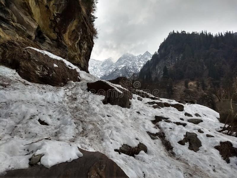 Berg mit seinem geliebten Schnee stockfotografie